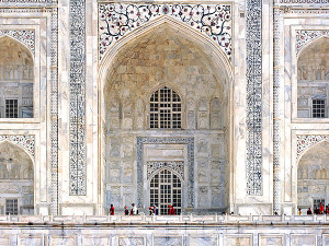 taj-mahal-entrance