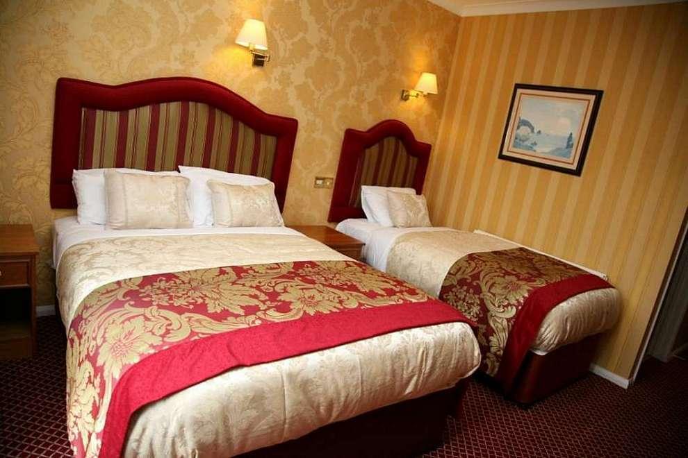Triple-bedroom