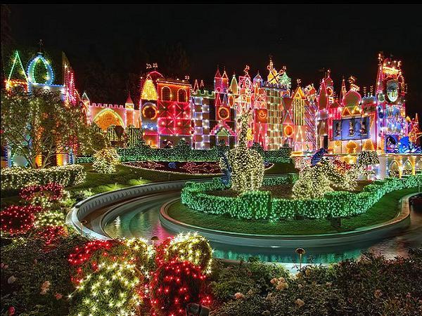 Disneyland-Night-Christmas-Decorations