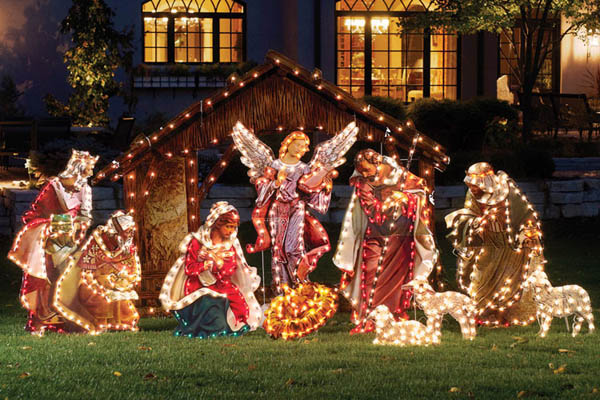 Best outdoor christmas decorations for christmas 2014 for Holiday lawn decorations