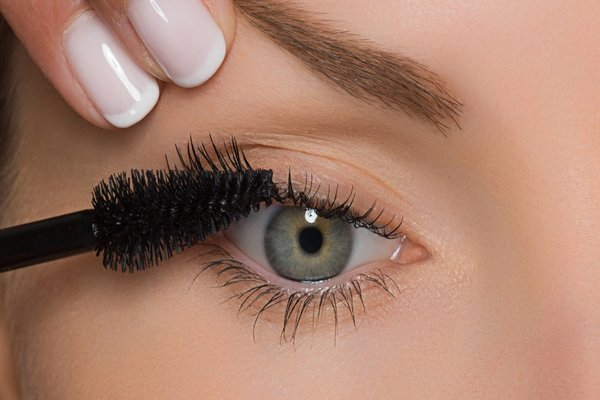 smokey eye makeup mascara