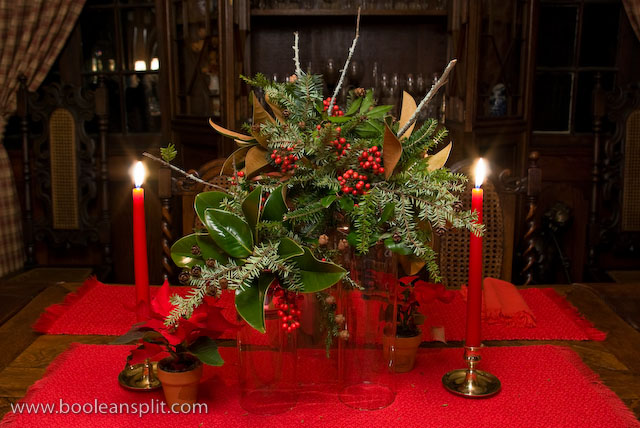 red-christmas-table-decorations