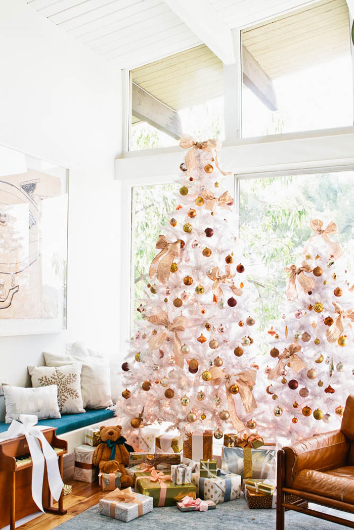 Gold And Winter Glamorous Christmas Living Room Décor