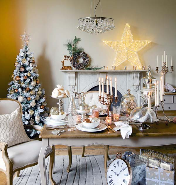 50 stunning christmas decorations for your living room for Beautiful homes decorated for christmas